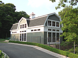 Custom Built Barns Garages