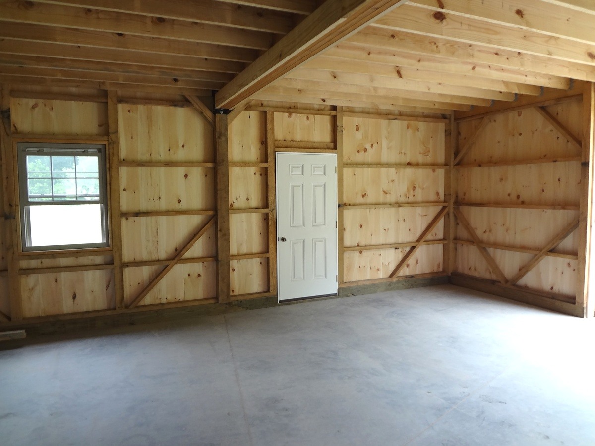 Bank Top Garage >> Custom Crafted Wooden Barn Garage